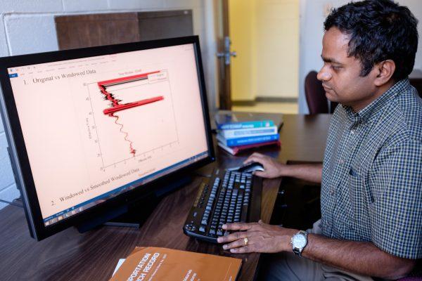 Murthy Guddati reviews an EDAR wave plot.